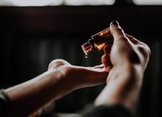 Hot Stone Massage mit Ätherischen Ölen