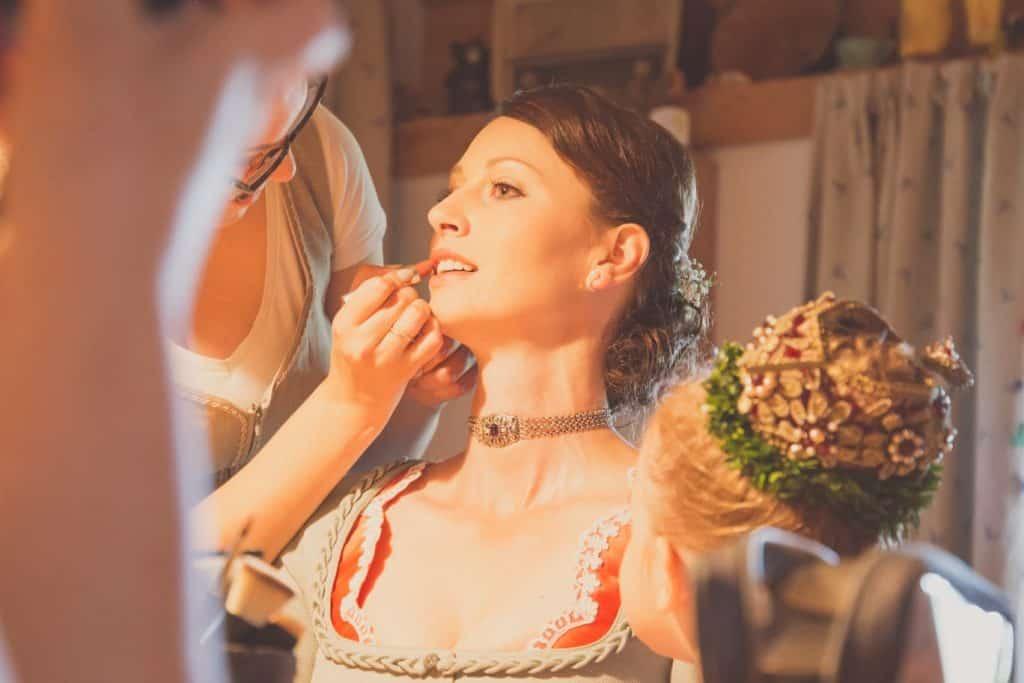 Braut Make up und Braut Frisur zum Hochzeitsdirndl